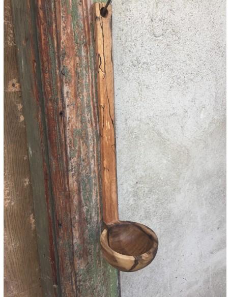 Polonic cioplit din lemn