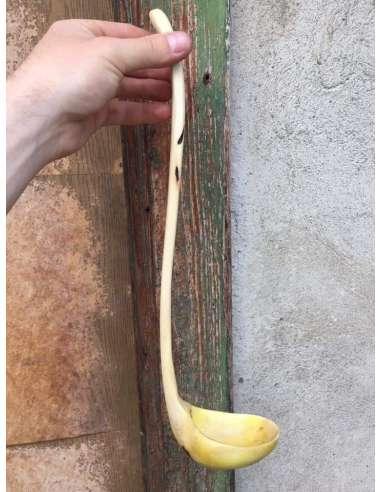 Polonic din lemn de nuc