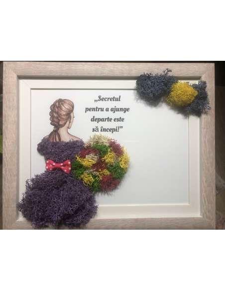 Tablou din licheni stabilizați - Fata cu flori